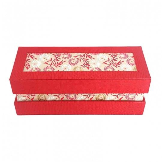 Boite artisanale rouge et motifs fleurs